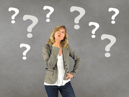 Frau, Fragezeichen, Person, Entscheidung für positive Ausstrahlung