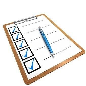 Was ist Persönlichkeit Checkliste, mit blauem Stift und Häkchen, ein Persönlichkeitstest