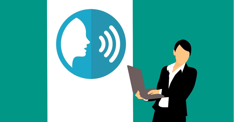 Kommunikationsfaehigkeit verbessern, Comic Frau mit Laptop und Sprachsymbol